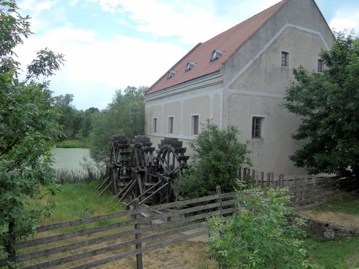 a Kerka Vízimalom Múzeum három alulcsapott vízkereke
