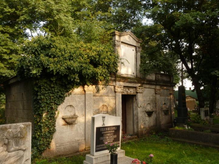 Kenessey-kripta a temetőben