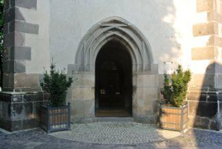 Szent Kereszt felmagasztalása-templom bejárata