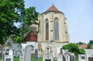 régi sírkövek a Szent Mihály főangyal-templom mögött