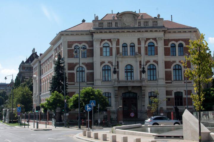 Budapesti Műszaki és Gazdaságtudományi Egyetem Vegyészmérnöki és Biomérnöki Karának CH épülete