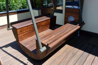 seat imitating the swaying motion of sailing