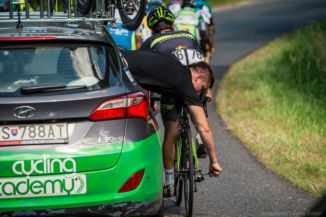 szerelés menet közben a 2016-os Tour de Hongrie-n