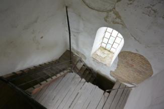 meredek lépcsősorokon juthatunk fel a Fellner Jakab-kilátó tornyába