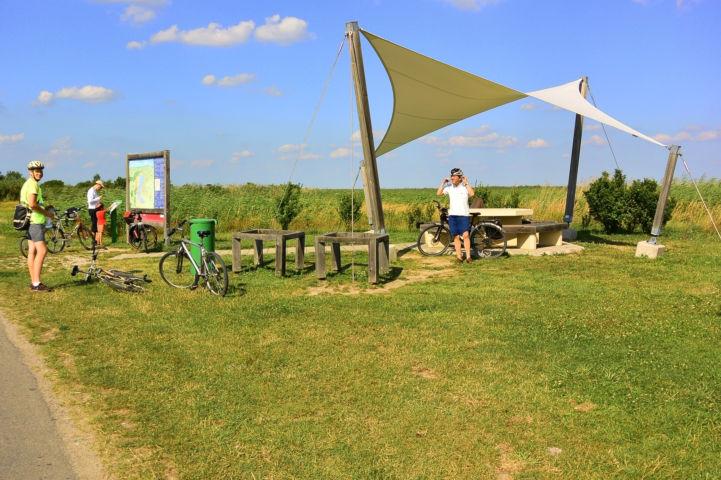 kerékpáros pihenőhely Fertőmeggyes és Ruszt között