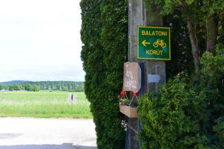 Balatoni Bringakörút táblája Aszófőn