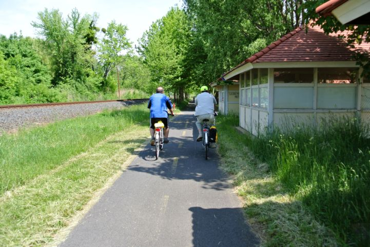 cyclists at Balatongyörök