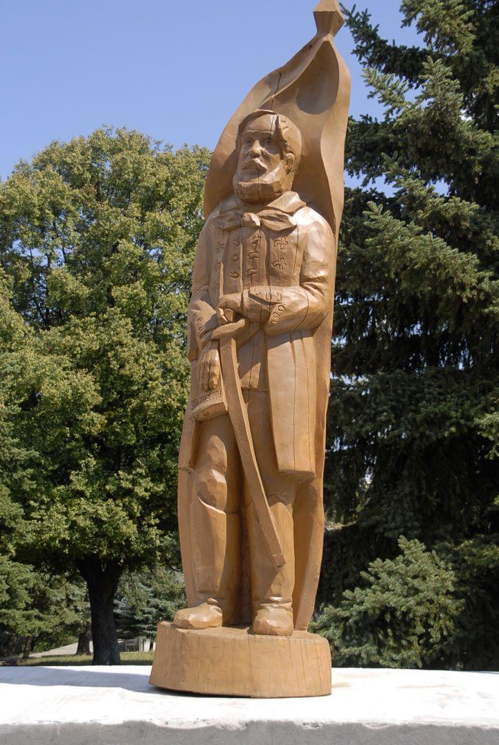 Kossuth Lajos faragott fa szobor