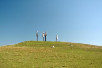 Emberi komédia szoborcsoport a Kornyi-tónál