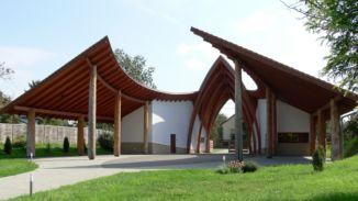 Templomkert Hagyományőrző Turisztikai Központ kapuépítménye