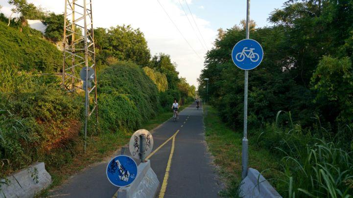 bicikliút a Molnár-sziget mellett