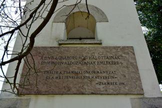 emlékmű felirata a Keresztelő Szent János születése-templom kertjében