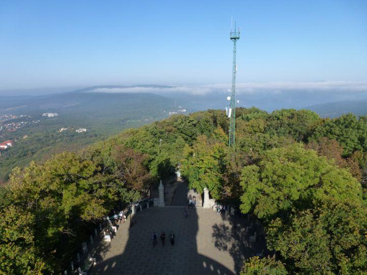 Fény és Árnyék - az Erzsébet-kilátó árnyéka a János-hegyen (Cartographia-Budai kilátók túra) Fotó: Levánszky Mónika