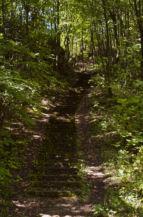 az Ördög-orom egyik bányagödrébe vezető lépcső