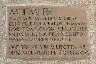 műemlék felirat a Szent Magdolna-templom falán
