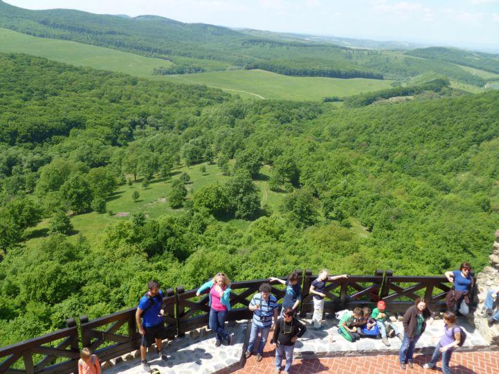 kilátás a a Hollókői várból