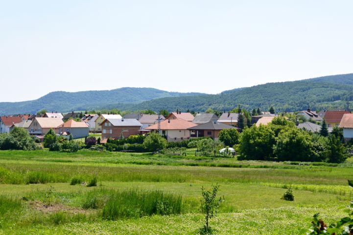 a falu új része