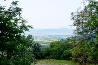 kilátás a környező hegyekre a Hegyestű Geológiai Bemutatóhelyről