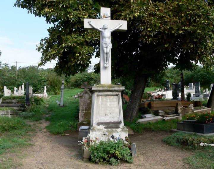 kőkereszt a temetőben