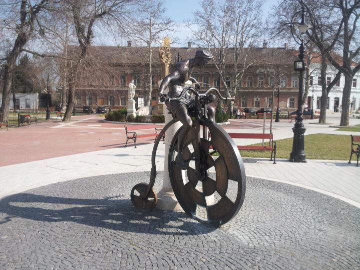 Velocipéd szobor