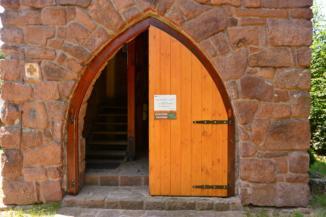 az alsóörsi Csere-hegyi kilátó bejárata