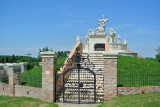kálvária a Mindenszentek templom mellett