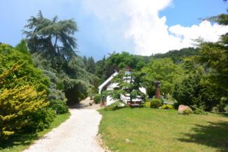 a Folly Arborétum bejárata