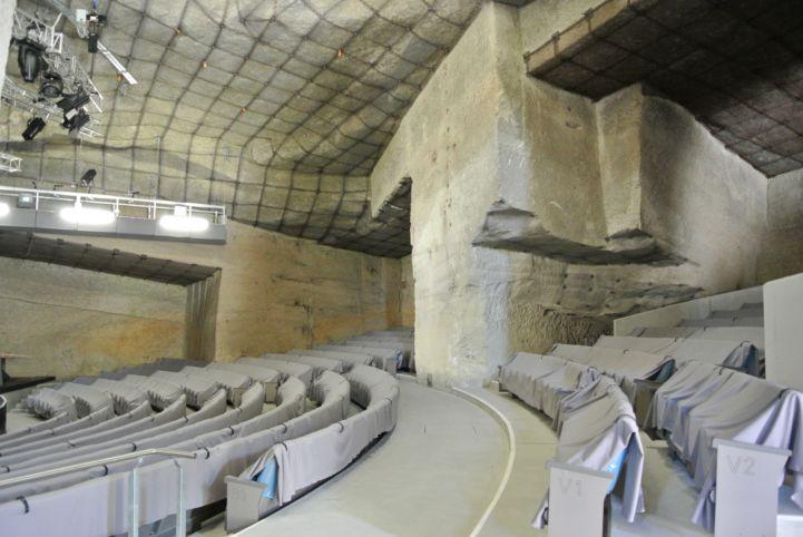 barlangszínház a kőfejtőben