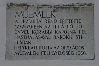 tábla a Loyolai Szent Ignác-templom falán