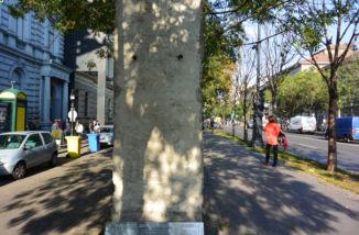 a Berlini fal egy darabja a Terror Háza előtt
