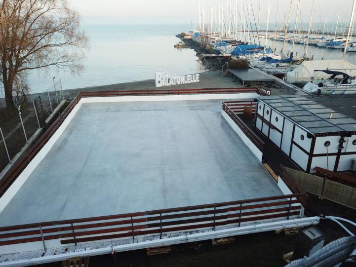 jégkorcsolyapálya a Balaton partján