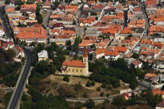 a Szent László-templom és környezete légi felvételen