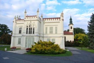 Beethoven Múzeum, háttérben a Szent Anna-templommal