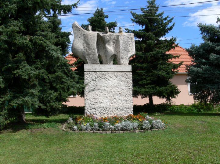 Nemzetiségek együtt című szoborkompozíció