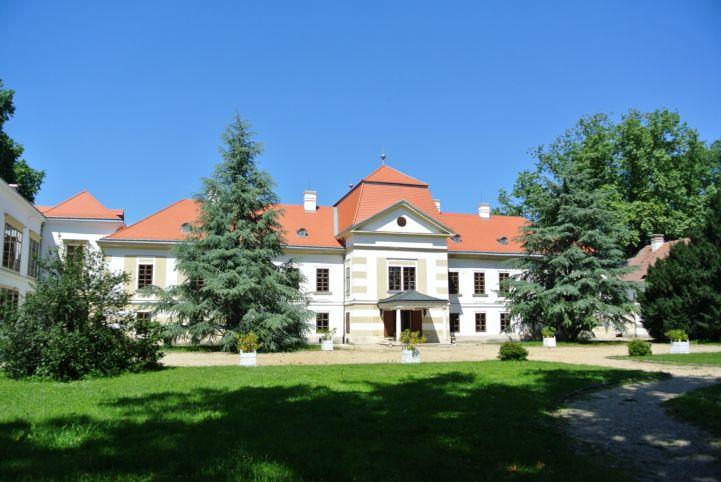 Széchenyi-kastély hátsó oldala
