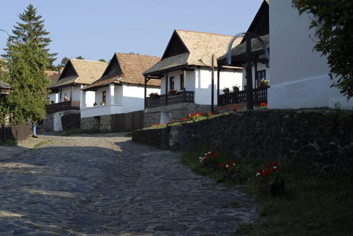 Hollókő jellegzetes házai