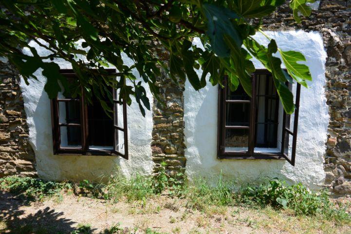 a Parasztgazda-ház apró ablakai