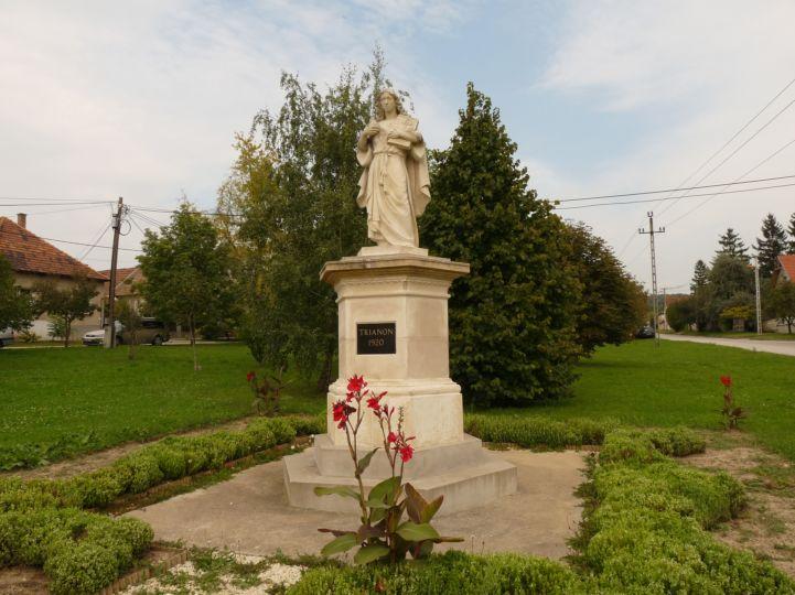 Trianon emlékmű