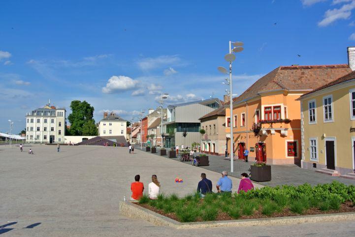 tradíció és modern együtt, Dunakapu tér