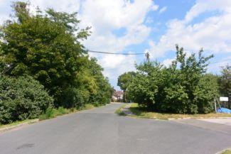 Ringló út, jobbra a Gyoma utca