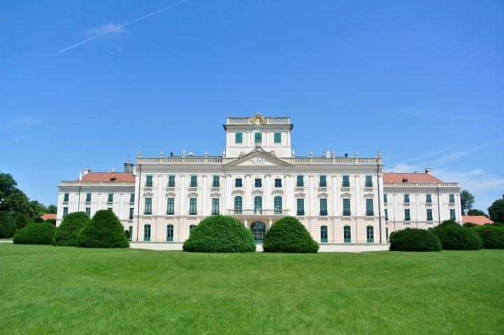 Esterházy-kastély hátsó oldala