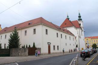 domonkos templom a hátsó oldalról nézve