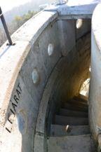szűk csigalépcső-lejárat az Erzsébet-kilátóban