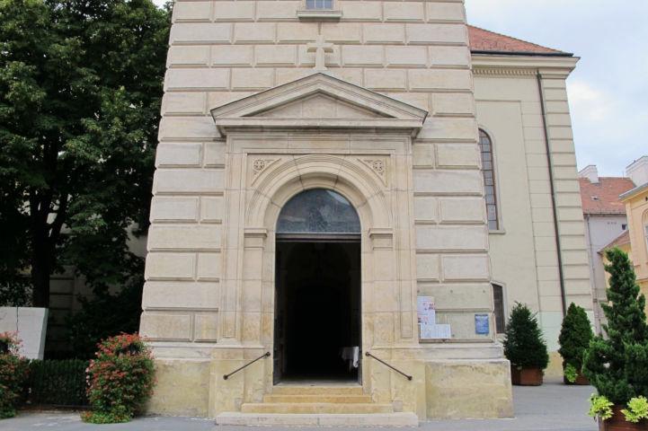 az evangélikus templom bejárata