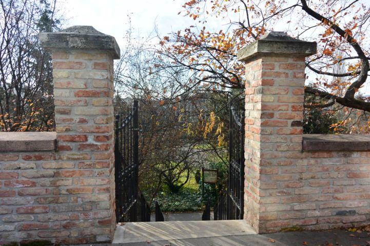 a Budai Arborétum Ménesi úti bejárata