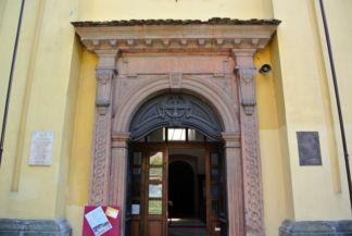 Péter-Pál-templom kőkeretes bejárata