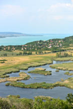 kilátás a Külső-tó és a Balaton felé a tihanyi Őrtorony kilátóból