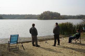 horgászok a Szajlai Holt-Tisza partján